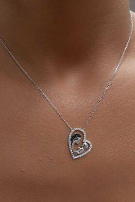 Fiyonk - 14 Ayar Altın Anne Bebek Figürlü Kalpli Kolye